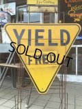 Vintage Road Sign YIELD (MA887)