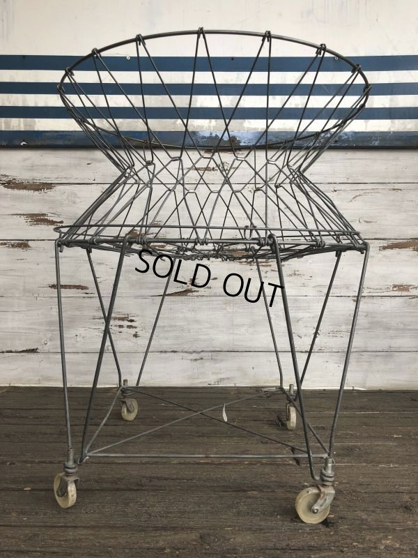 画像2: Vintage Wire Laundry Basket (J285)
