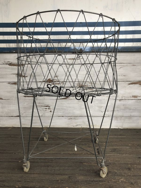 画像1: Vintage Wire Laundry Basket (J285)