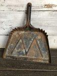 画像2: Vintage WHITE Industrial Metal Dust Pan (J394) (2)