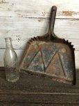 画像1: Vintage WHITE Industrial Metal Dust Pan (J394) (1)