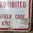 画像2: Vintage Road Sign TRANSFER OF ITEMS TO PEDESTRIANS IS PROHIBITED (S389)  (2)