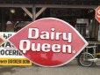 画像2: Vintage DAIRY QUEEN Huge Sign (T217) (2)