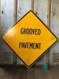 Vintage Road Sign GROOVED PAVEMENT (T624)
