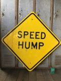 Vintage Road Sign SPEED HUMP (T649)