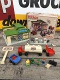 70s Vintage Playskool Texaco Gas Station (B198)