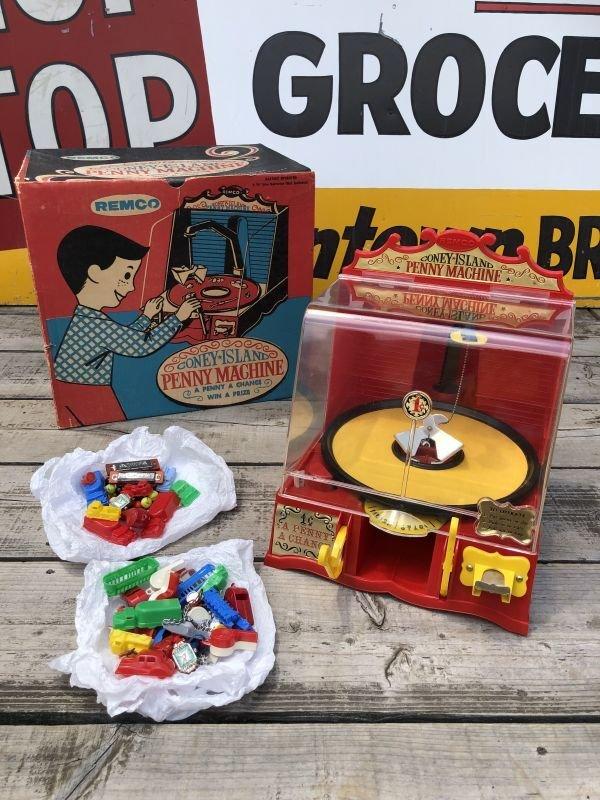 画像1: 50s Vintage Remco Coney Island Penny Machine w/Box (B217)